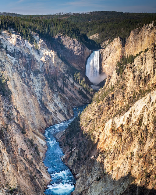 Adventurous Tastes | Waterfall, river and canyon at Artist Point in Yellowstone