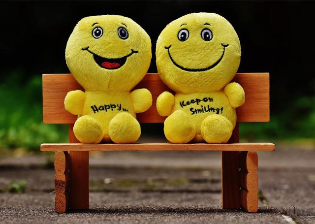 (DESIGN AND CREATIVITY), manfaat senyum bagi kecantikan, manfaat senyum dan tertawa, manfaat senyum dalam islam, manfaat senyum di pagi hari, manfaat senyum secara psikologis, manfaat senyum bagi orang lain, berkah senyuman, akibat tidak tersenyum,