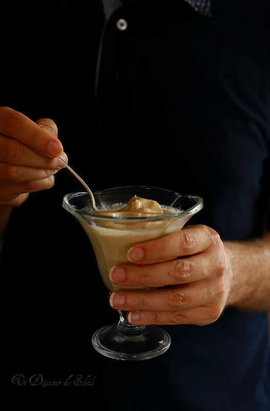 Glace au café sans sorbetière rapide avec trois ingrédients