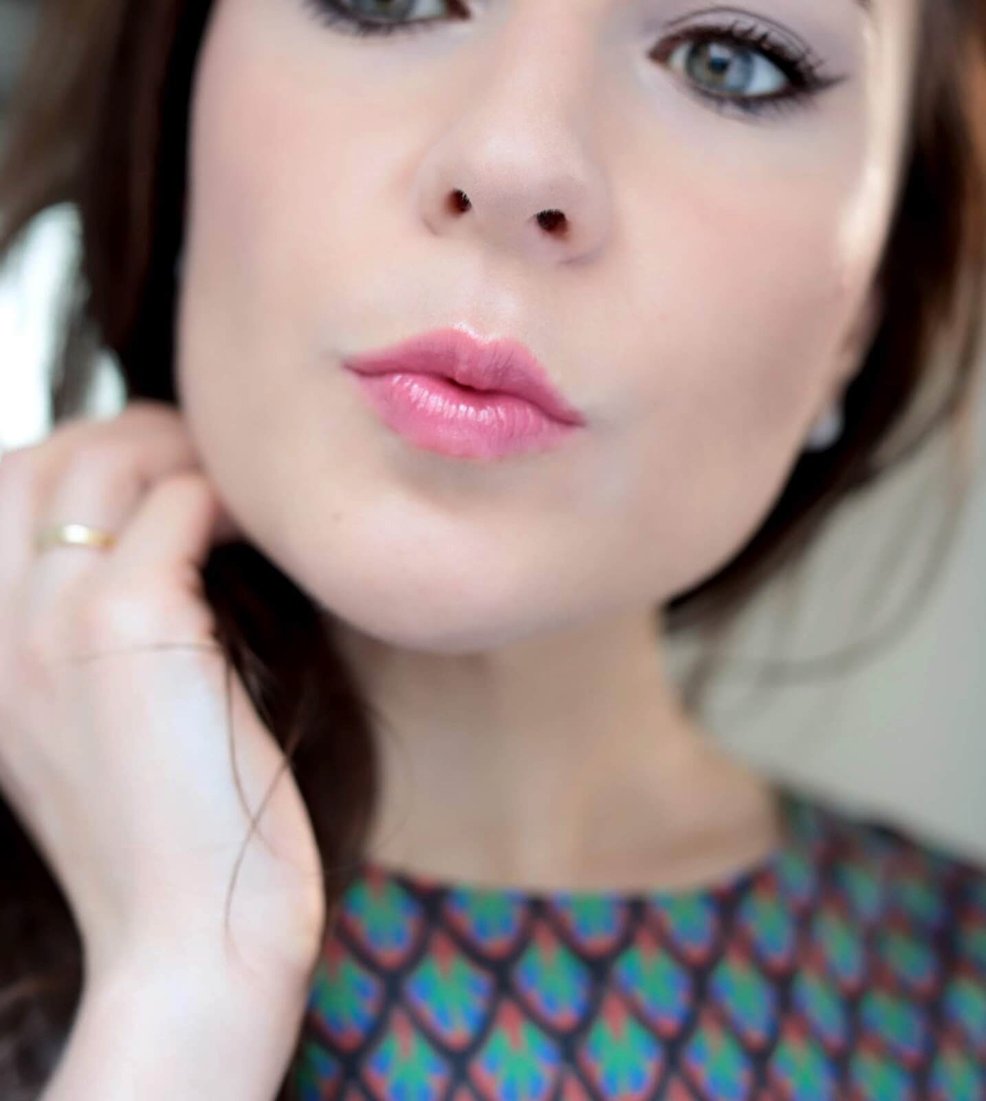 Chantecaille Lip Chic Coral Bell revue