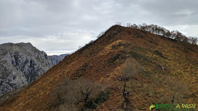 Subiendo al Picoretu desde el Canto la Xerra