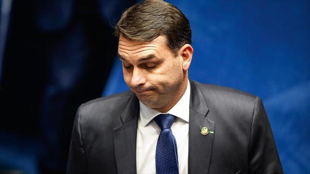 Hijo de Bolsonaro reconoce que su exasesor pagaba sus facturas
