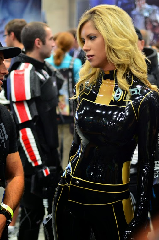 cosplay mass effect blonde femshep