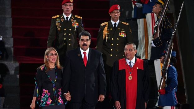 """Maduro vs. Guaidó: cuánto poder tiene realmente Juan Guaidó como """"presidente encargado"""" de Venezuela"""