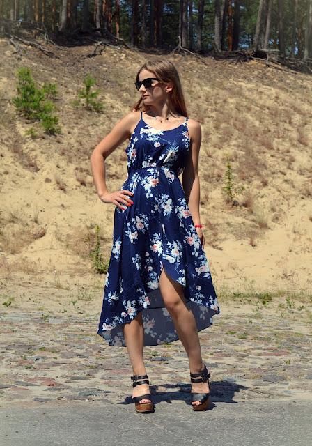 Asymetryczna sukienka w kwiaty. ♥