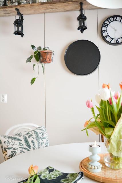 keittiö sisustus rustiikki rouhe kirppislöytö tulppaanikimppu aarikka prinssi