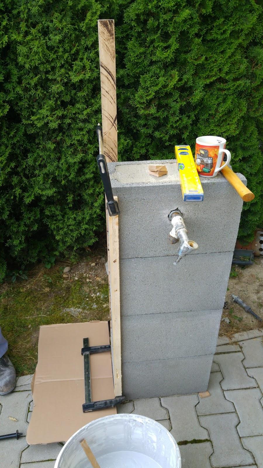 Holz Metall Und Smart Home Wasserhahn Im Garten