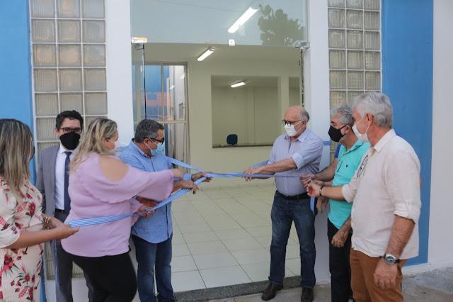 Prefeitura de Patos entrega Centro de Apoio ao Covid e ambulância de suporte para pacientes com a doença