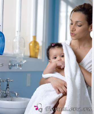 Chăm sóc em bé sơ sinh như thế nào?