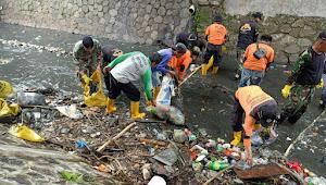 Sub 03-22 Bersihkan Sungai Citepus Segudang Sampahnya