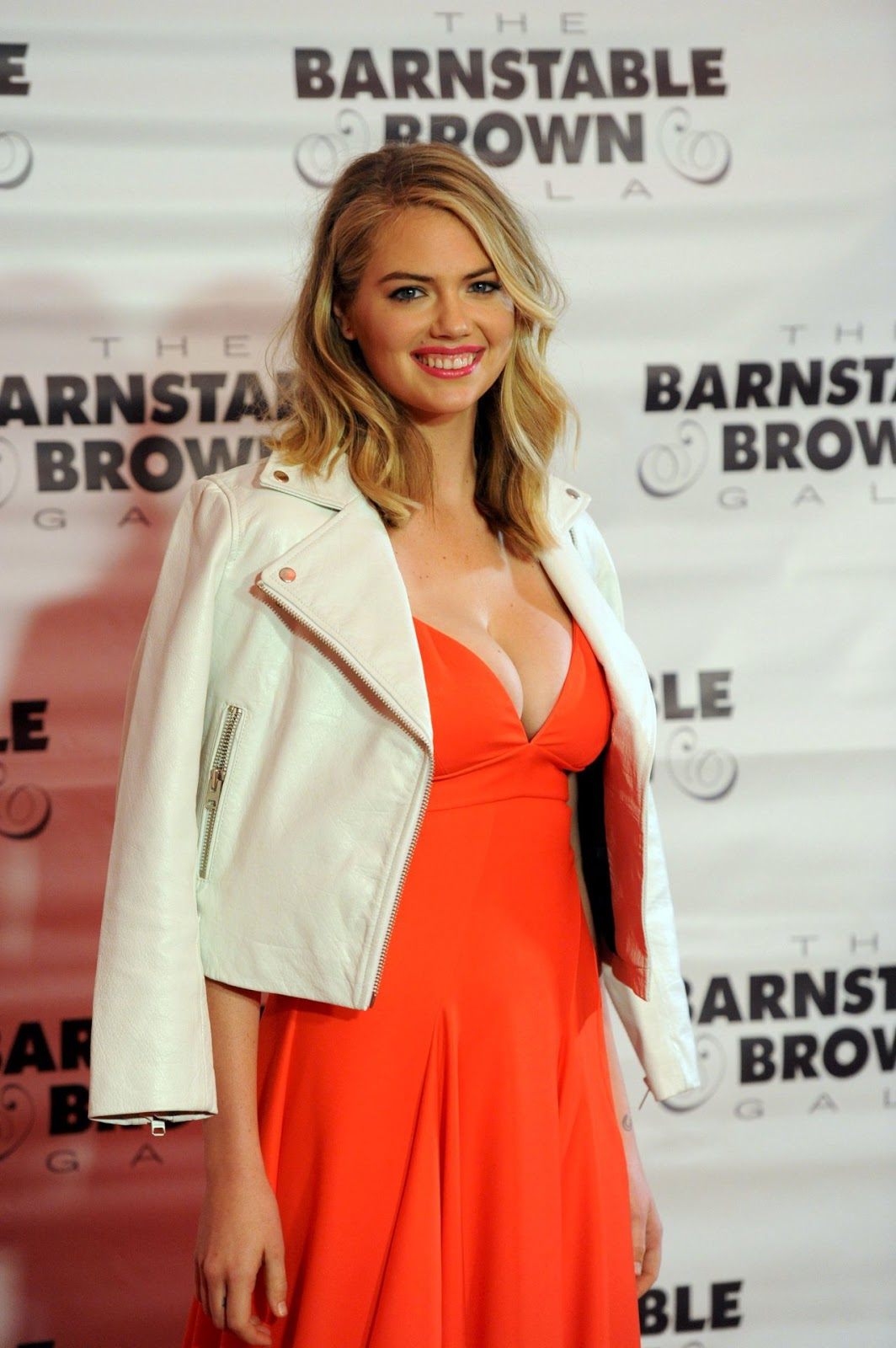 Kate Upton bares cleavage in low cut dress at Derby Gala