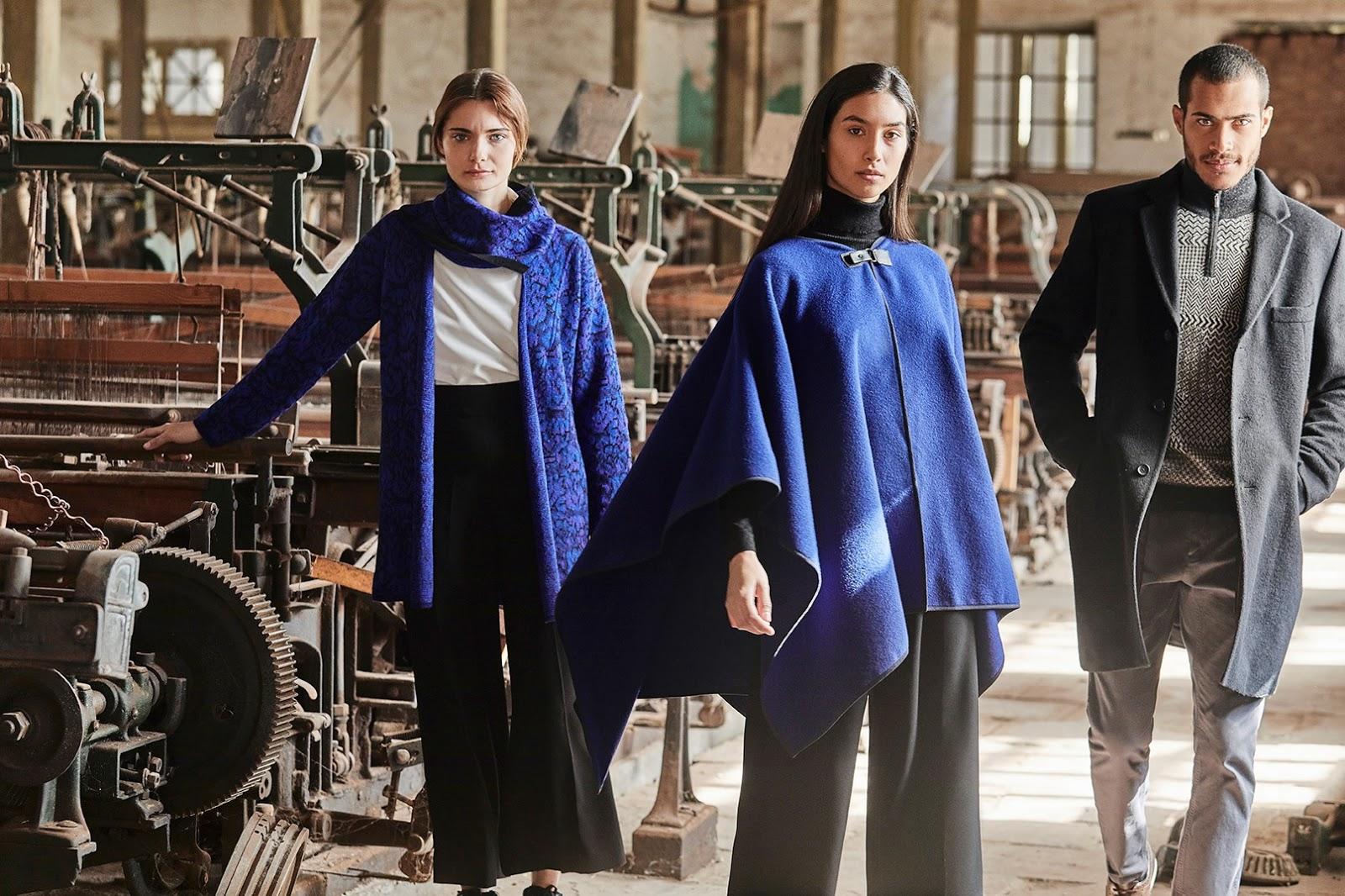 abrigo azul con texturas y poncho azul de mujer junto a abrigo gris de hombre