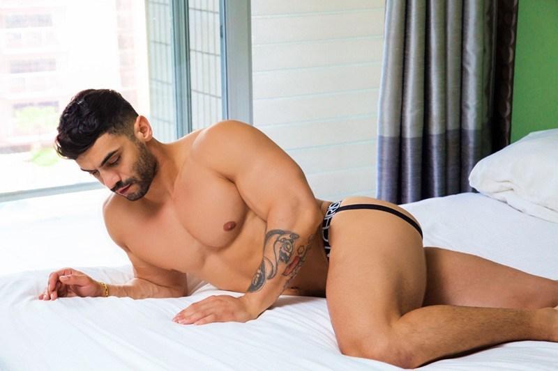 Arad Winwin Naked by Eric Z-Martin