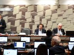 Senadores pedem definição de prioridades para reforma tributária