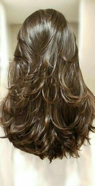 Se você gosta de renovar o visual, ficar por dentro das novidades é sempre bom para se atualizar no mundo da moda. Cortar o cabelo é algo muito bom, pois além de mudar o visual, estamos cuidando do nosso cabelo, pois o corte ajuda o cabelo a ficar mais forte e a crescer mais rápido. Hoje em dia cortes para cabelos curtos, cabelos médios e cabelos longos estão cada vez mais diferentes e bonitos.  Tem muitos modelo de cabelo curto que vão te deixar incrível, assim como cabelo repicado, cabelo chanel, cabelo curtos no ombro e cabelos bem curtos. Os cabelos curtos cacheados estão na moda e muitas blogueiras estão aderindo ao novo corte moderno. O cabelo liso curto também é um estilo que está cada vez na moda e é um corte muito moderno. Os tipos de corte de cabelo são muitos, por isso separamos algumas ideias para te inspirar.