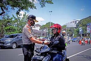 Serdik Sespimmen Polri Dikreg 61 Baksos Bagikan Masker Ke Pengguna Jalan Dan Warga