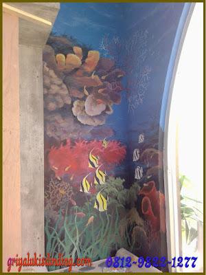 Mural lukis dinding tema pamndangan alam dalam laut