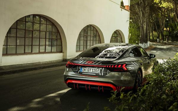 Novo Audi RS e-tron é testado pelo piloto Lucas di Grassi