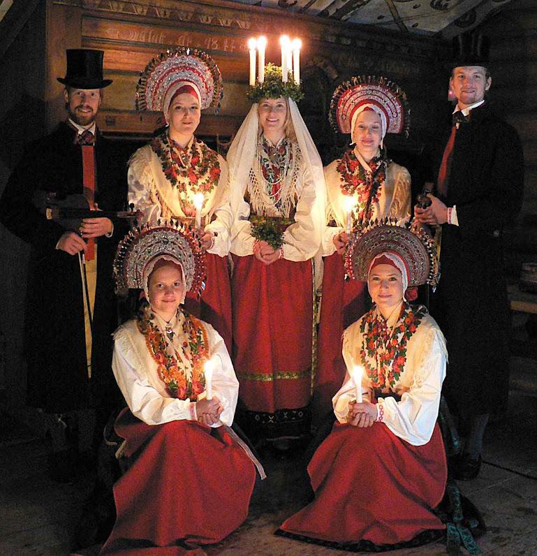 Santa Lucia com roupas tradicionais suecas.