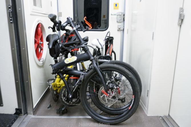 Membawa sepeda lipat naik Kereta Api