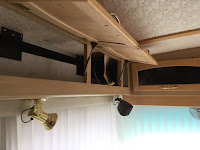 Side overhead cabinet in motorhome