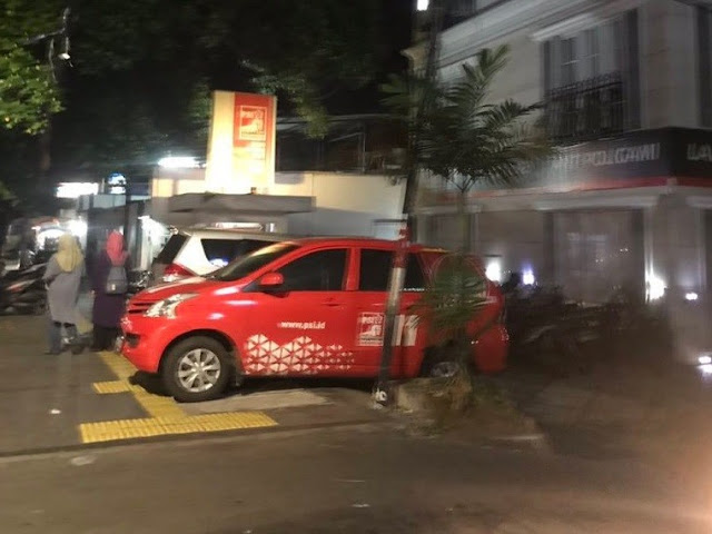Foto Mobil Serobot Trotoar Depan Kantor Viral, PSI Minta Maaf