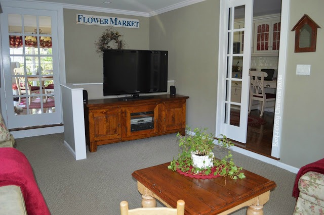 Large Tv in family room decor