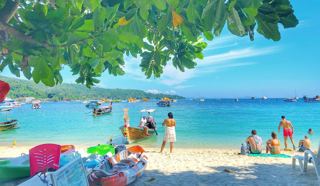 7. While going to beaches, keep a bag with you to carry eatables & liquor. It's understandable that you would be carrying hot beer in the bag, but it's pretty easy to find 7-Eleven kind of store around beaches as well.