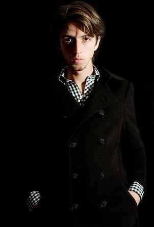 Foto de Esteman con saco negro