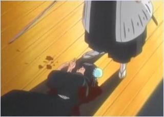 ฮินาโมริถูกไอเซ็นทำร้าย