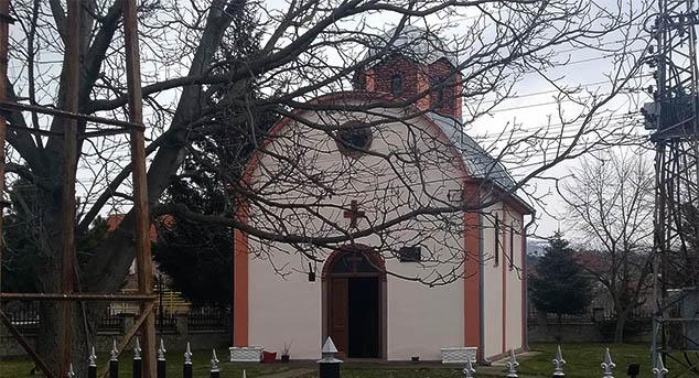 Иако медији јављају пет, на Косову и Метохији је обијено чак шест цркава за само десет дана! Нејасно је зашто се једно од обијања прећуткује. Последња у низу јесте црква Свете Недеље у Горњој Гуштерици.   #Обијање #Црква #Косово #Метохија #КМновине #Вести #Kosovo #Metohija #KMnovine #vesti #RTS #Kosovoonline #TANJUG #TVMost #RTVKIM #KancelarijazaKiM #Kossev