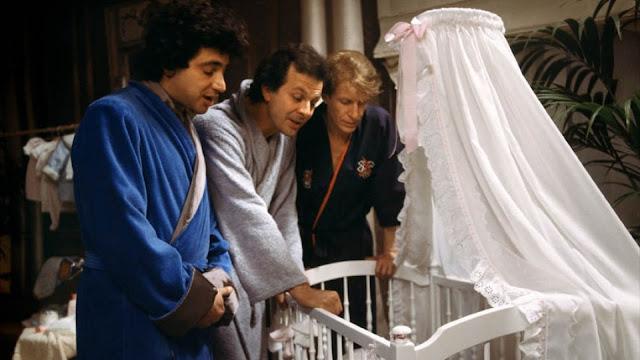 Michel Boujenah, Roland Giraud et André Dussolier dans Trois Hommes et un couffin (1985)