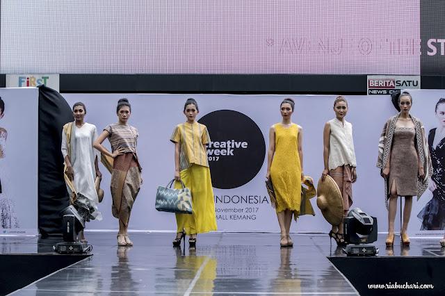 Parade & Exclusive Show 18 Designer Di Acara Indonesia Creative Week 2017