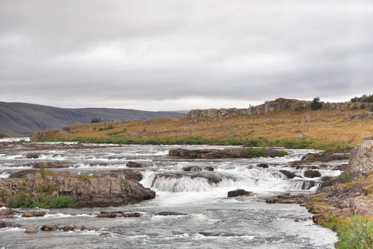 Cascades sur la route de l'ouest islandais