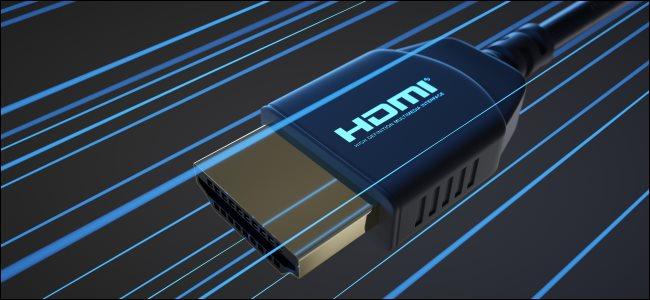 موصل HDMI بخطوط زرقاء تشير إلى السرعة.