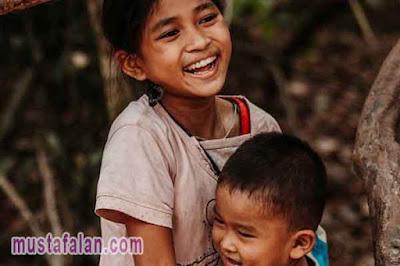 hadist tentang menyantuni anak yatim