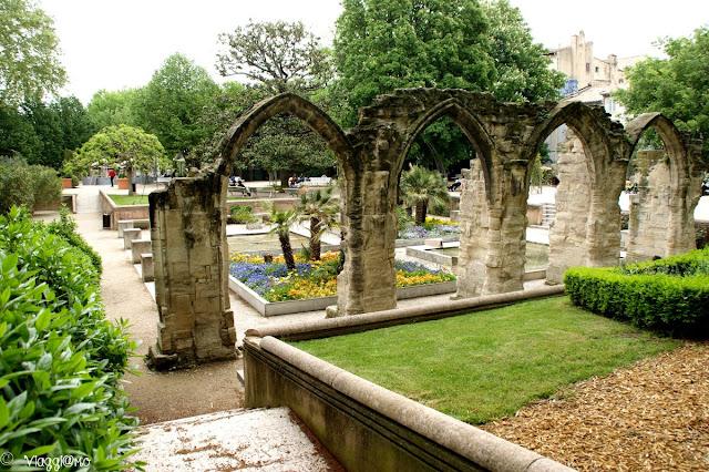 Bei giardini della città di Avignone