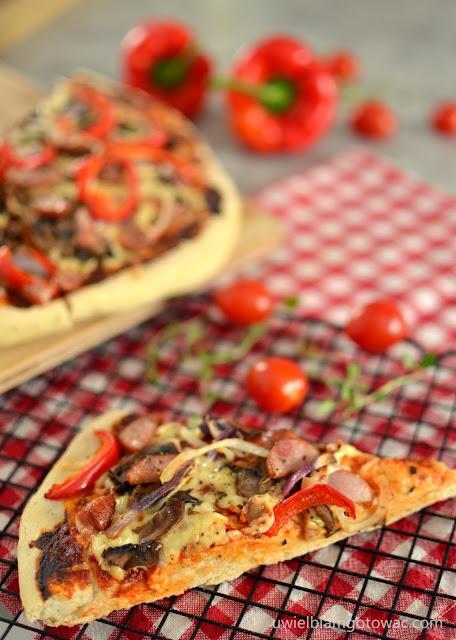 Pizza na grubym puszystym cieście