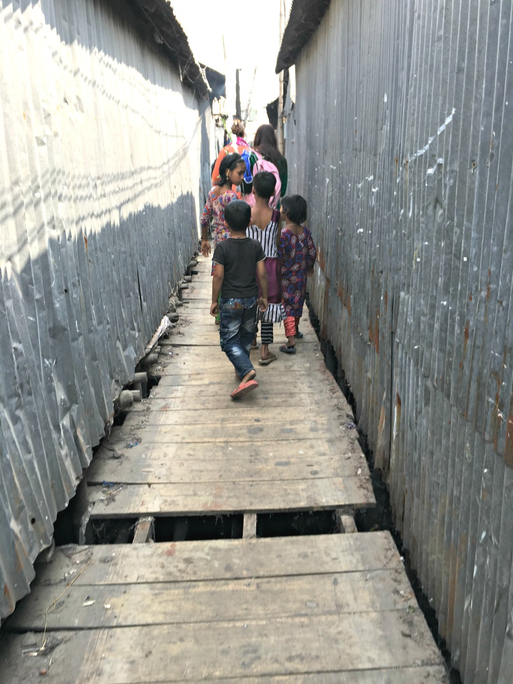 bangladesh slum cracks in dock