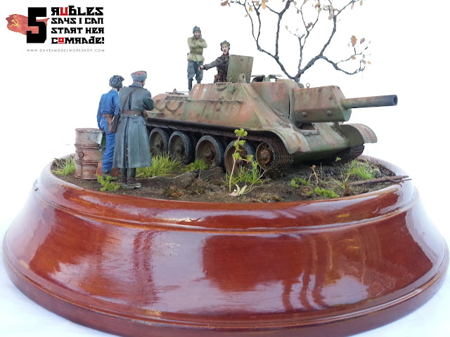 Russian Soviet WW2 tank SU-122 diorama - 5 rubles says I can start her comrade!