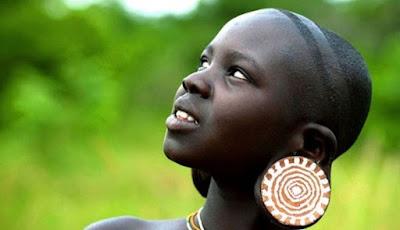 Enam Standar Kecantikan Wanita Paling Aneh di Dunia