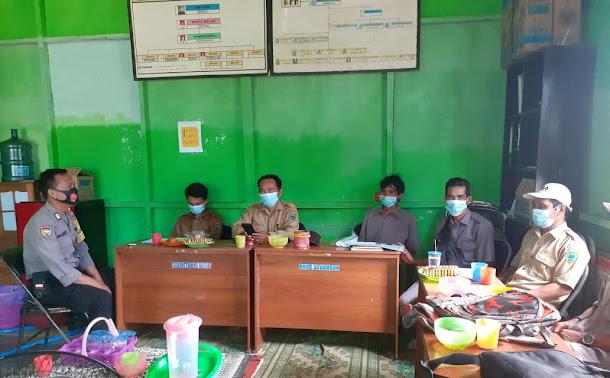Polsek Kahayan Kuala Awasi Pendisipilinan Protokol Kesehatan di Lingkungan Kerja Pemerintah Desa Sei Pasanan