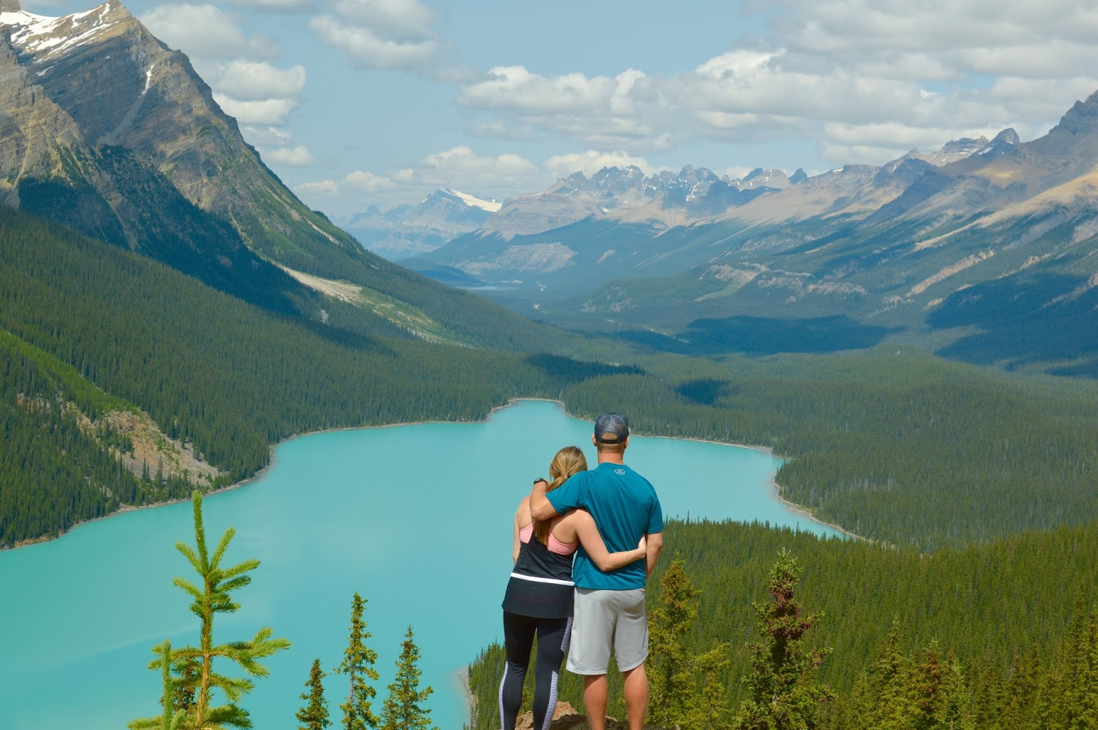 Couple Pictures at Peyto Lake | Peyto Lake | Banff National Park | What to do in Banff | Icefields Parkway stops | Where to stop on the Icefields Parkway | A Memory of Us
