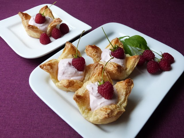 Baskets with curd filling