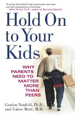Kaft boek Hold on to Your Kids (Laat je kind niet los).