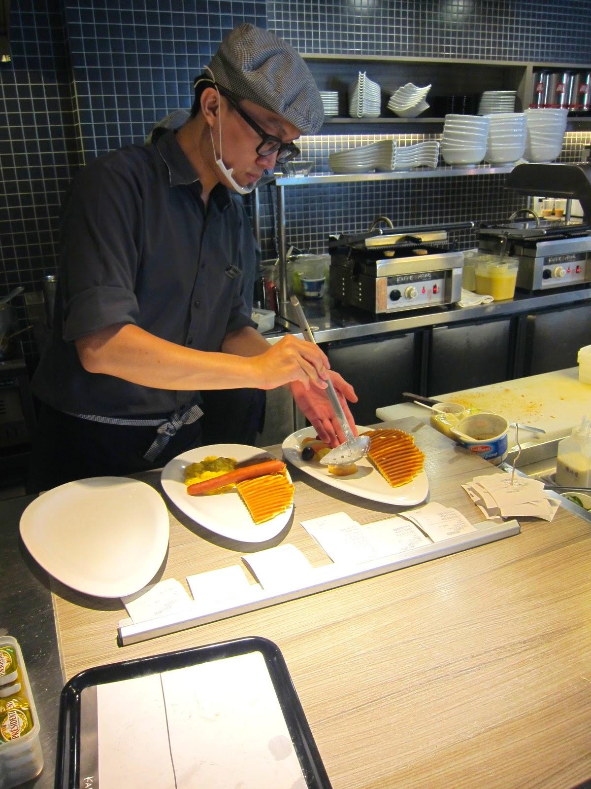 絲黛小姐 S: 【臺南市 東區 / KAFFE@HOME】臺南第一學府旁的氣氛早午餐。沙拉好好吃~