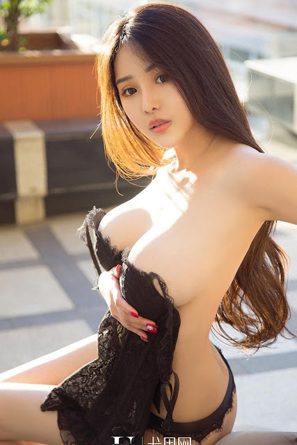 Hot and sexy big boobs photos of beautiful busty asian hottie chick Chinese booty model Man Ni Er photo highlights on Pinays Finest sexy nude photo collection site.