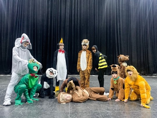 X1 has turned into a cute animal to celebrates the Halloween Day with fans!