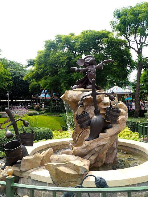 Sorcerer Mickey statue, Fantasyland | Disneyland Hong Kong