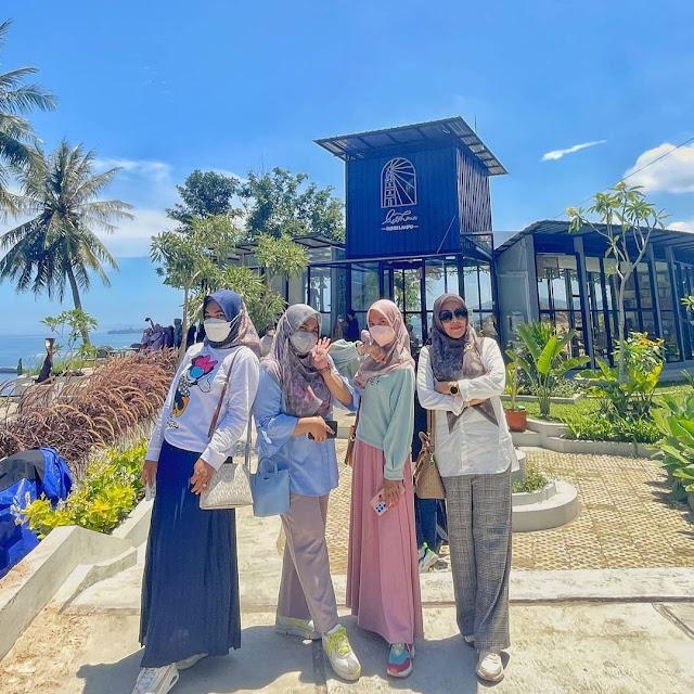 Lighthouse Cafe at Bukik Lampu Padang